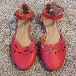 Closed-Toe Strappy Sandal Flats